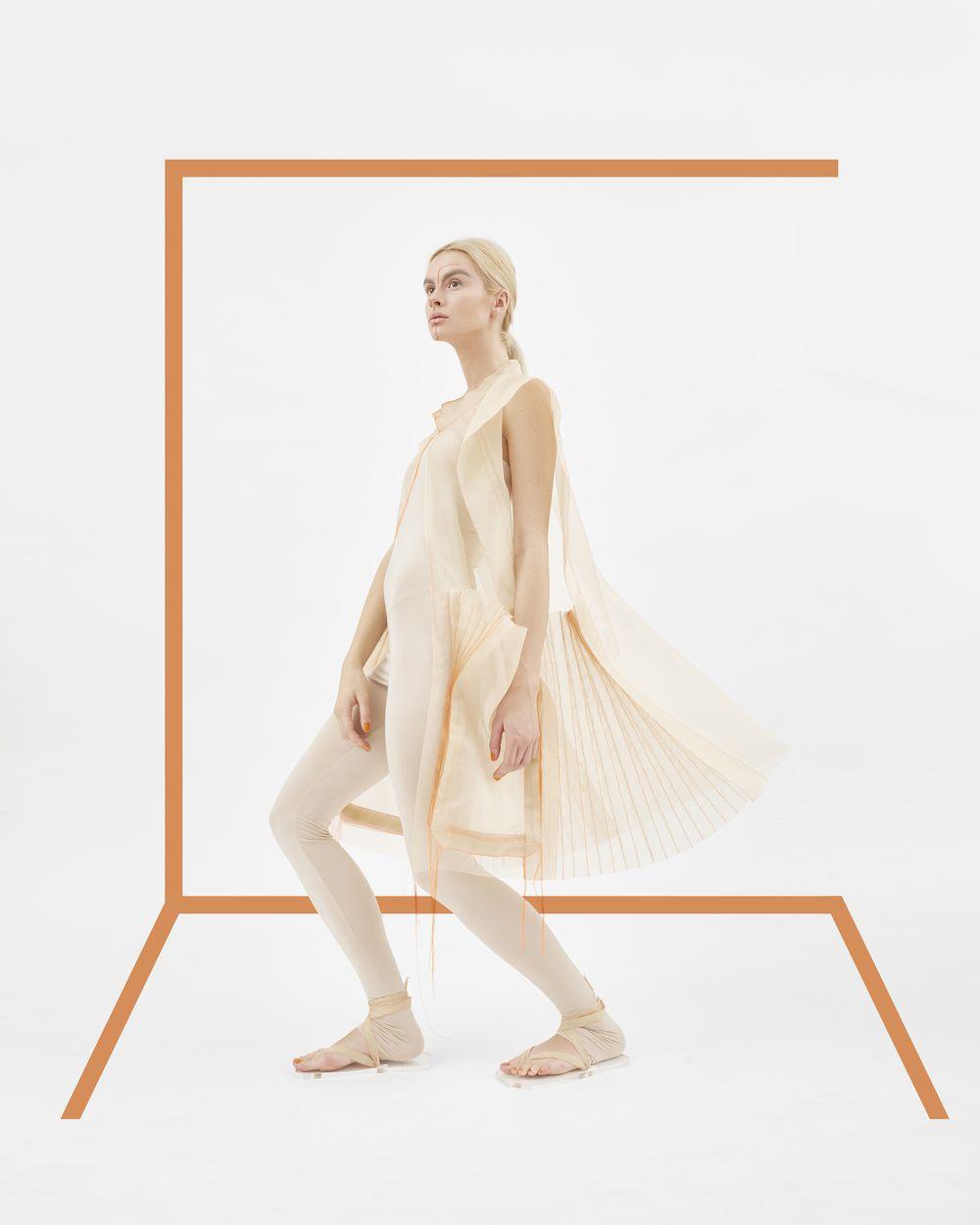 ac4a73441a ... ruhák tervezése felé fordultam, ahogy erre a szakmai fejlődésem során  képessé váltam. Tervem egy olyan alkalmi, menyasszonyi ruha megalkotása  volt, ...