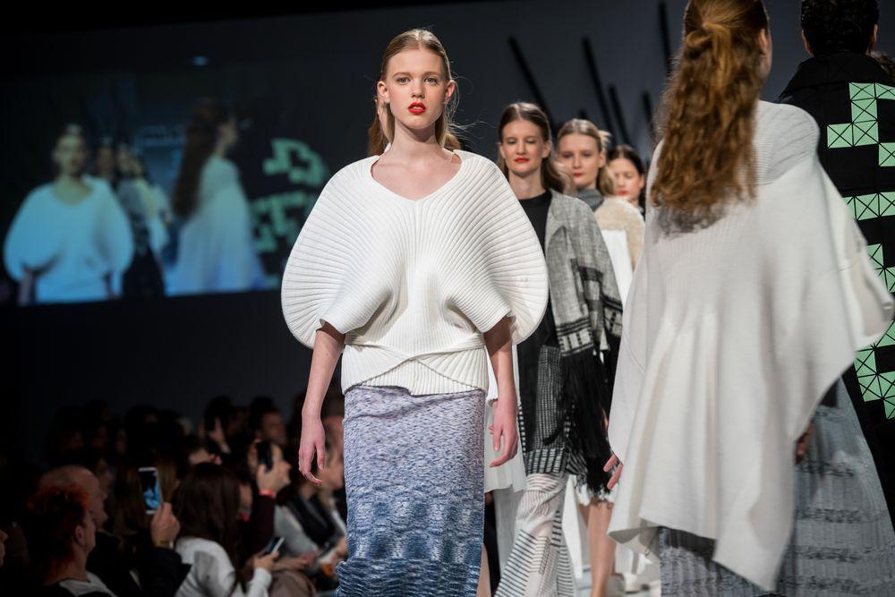 37e78ab663 Kézműves alapszakunk és Divat- és textiltervezés mesterszakunk öltözék-,  illetve divattervezésre specializálódott végzősei mutatják be kollekcióikat  és azt ...